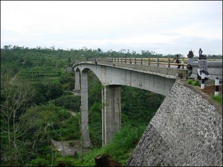 Jembatan Tukad Bangkung, Plaga Bali